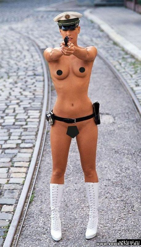 полицейские голые девушки фото